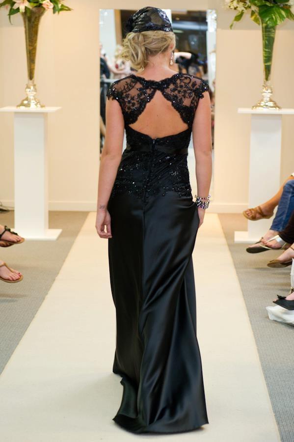 Elizabeth de Varga Delilah gown in black #lacekeyholeback