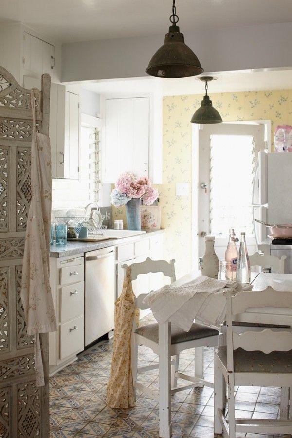 shabby chic küche helle einrichtung romantische ausstrahlung