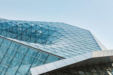 19 Module, gebildet aus einer Abfolge von je 25 Stahlelementen: Santiago Calatrava entwickelt eine Bahnhofsüberdachung in Form einer dreidimensionalen Sinuskurve.