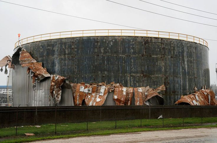 Oil markets mixed on Saudi supply cut hurricane damage to refineries