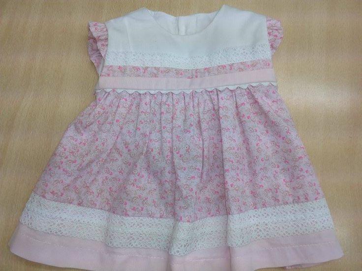 Vestido de bebé hecho  a mano