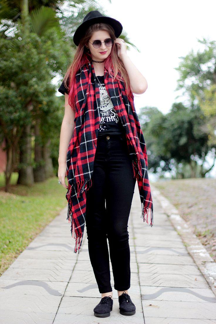 Meninices da Vida: Look Camila Rech: T-shirt, cintura alta e chapéu.