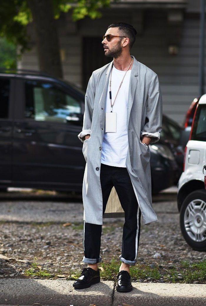 2015年も爆発的な人気を誇るチェスターコート。もはやメンズの定番アウターとなりました。着ている人が多いからこそ、オシャレに着こなして一歩リードしたいですね!!今回はチェスターコートの着こなしのコツをコーデの例を見ながらご紹介していきます!