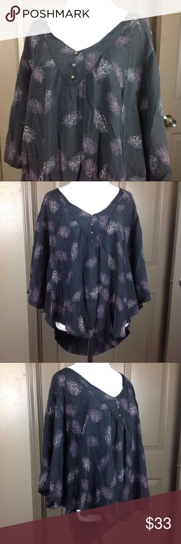 Sanctuary Top Oversize XS Batwing High Low Black Great condition Sanctuary Top Oversize XS Batwing Black with purple/cream feather design 53/47 viscose/rayon high/low 23/27 inch length 19 inch across bust Sanctuary Tops Blouses
