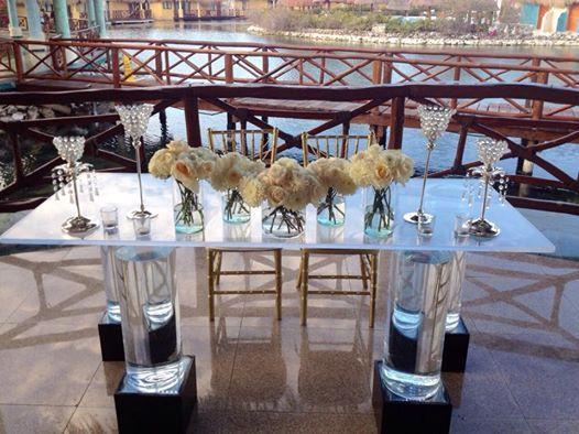 CBC207 Weddings Riviera Maya sweetheart table white flowers and tall crystal bling candle holders / bodas mesa de novios flores blancas con portavelas altos de cristales