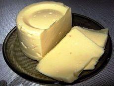 """Сыр """"Сливочный"""" домашний просто объедение!😋 Ингредиенты: творог — 1 кг молоко — 1 л яйцо — 3 шт масло сливочное — 100 гр сода / Surfingbird - мы делаем интернет лучше"""