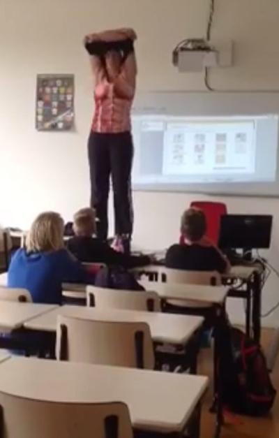 Guru wanita tanggal pakaian dalam kelas demi pembelajaran murid