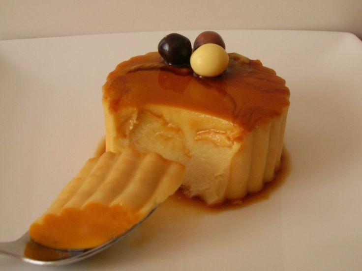 Ingredientes:     - 1 tableta de turrón de crema catalana   - 650 gr de leche   - 80 gr de azúcar   - 2 sobres de cuajada   - Caramelo ...