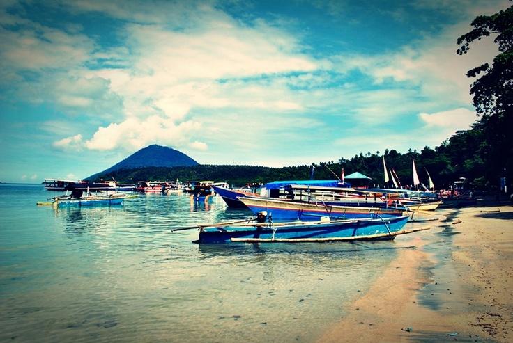 [FOTO] Bersandar di Bunaken | NIKON D3000, f/9, exposure time 1/320 sec, ISO 100, focal length 18 mm, no flash. PhotoScape