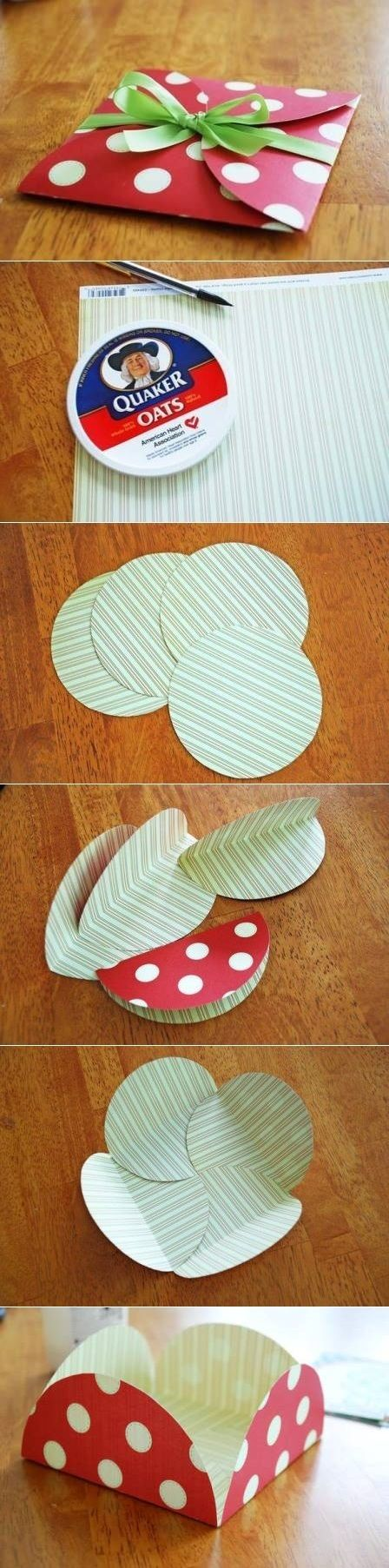 What a cute envelope.....and a Quaker lid!  Always hunting for a circle that size!