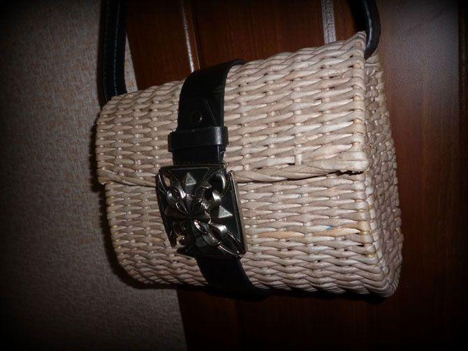 Летняя сумочка, плетеная из бумаги