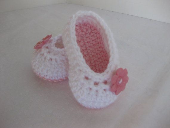 Spring. Baby Girl Shoes White & Pink Crochet - YOU choose size newborn - 12 months - photo prop - crochet