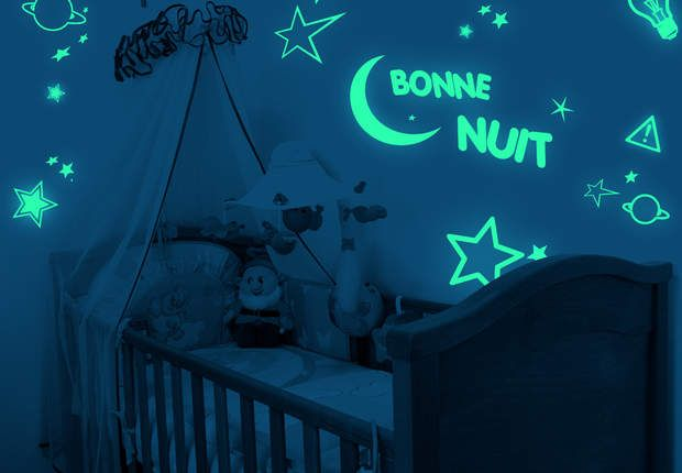 Super idée pour une chambre d'enfants, cette peinture phosphorescente s'illumine la nuit. On peut aussi l'utiliser au ras des marches d'un escalier ou en frise dans un couloir. Vous pouvez trouver de la peinture phosphorescente dans un de nos magasins www.painttrade.be
