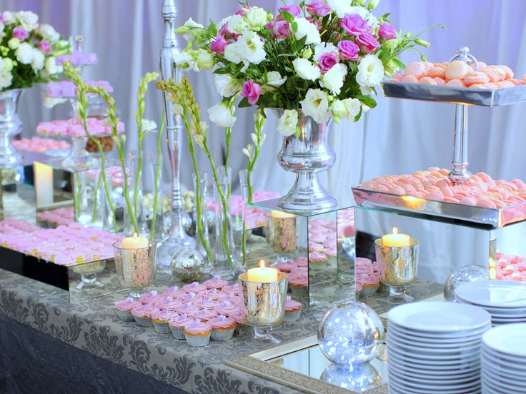 Wedding Buffet Ideas: Using flowers for buffet table decorations ...