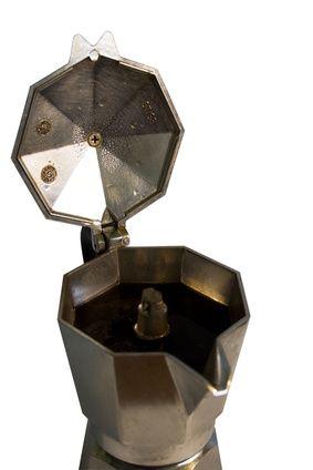 Cafeteras moka de aluminio versus acero inoxidable | eHow en Español