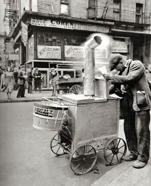 Berenice Abbott - Roast corn man, Manhattan, 1938.