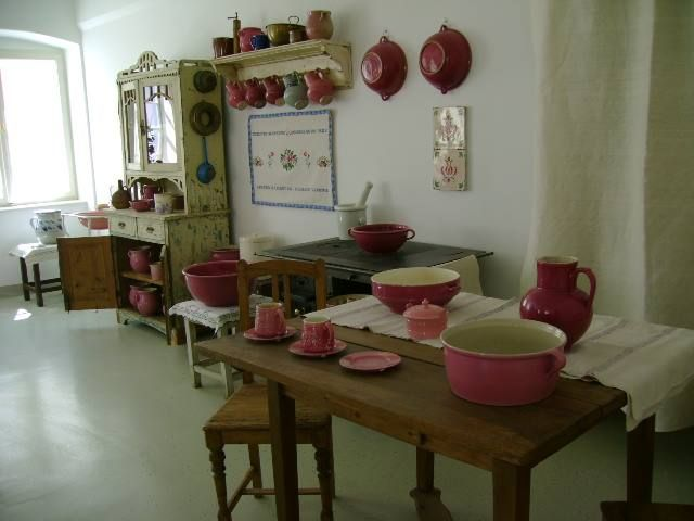 Traditional Hungarian Zsolnay pink porcelain in Shabby style