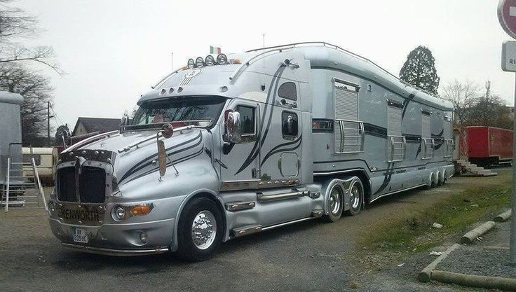 Luxury Tractor Trailer Made By Luxury Foretravel Motor