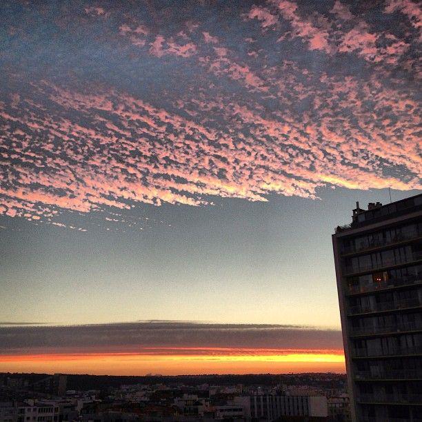 Bonsoir Boulogne-Billancourt ! Bon nuit et bonnes vacances aux chanceux ;) par @_fchartier_