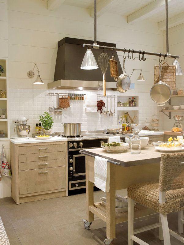 Уютная кухня-столовая в деревенском стиле (via Bloglovin.com )