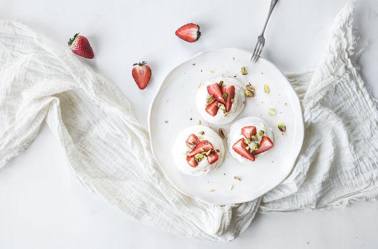 Ciasto na Dzień Matki - beza z truskawkami