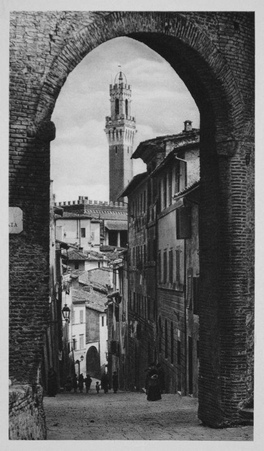 Arco di S. Guiseppe e Torre del Mangia, Italy, 1925