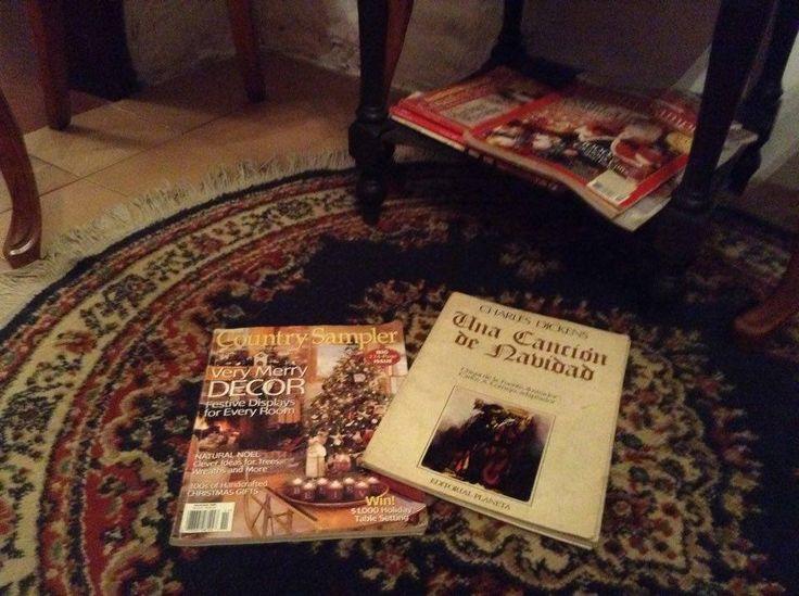 Mis bellas revistas Country Sampler y un cuento de Navidad de Charles Dickens.