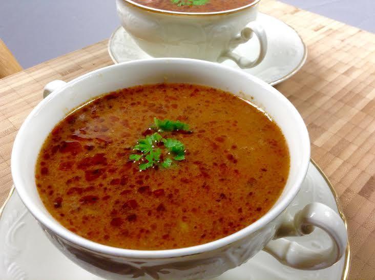 Dokonalá, hustá, pikantní gulášová polévka z brambor a masa