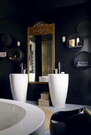 Le noir habille cette salle de bains parentale. Plus de photos sur Côté Maison http://petitlien.fr/7azf