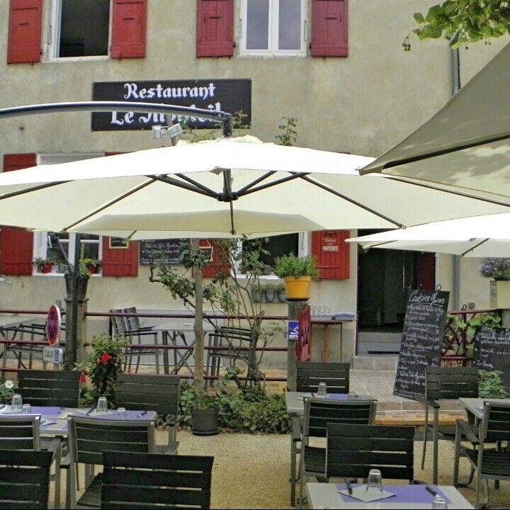 LE MONTEIL Barjac - France Bonne table avec une très jolie terrasse.  ☺☺☺ https://www.petitfute.com/v18745-barjac-30430/c1165-restaurants/c4-cuisine-francaise/1579571-le-monteil.html