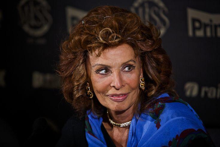Ottant'anni da Sophia Loren: Sophia Loren durante un concorso di bellezza a Praga, marzo 2014 - Il Post