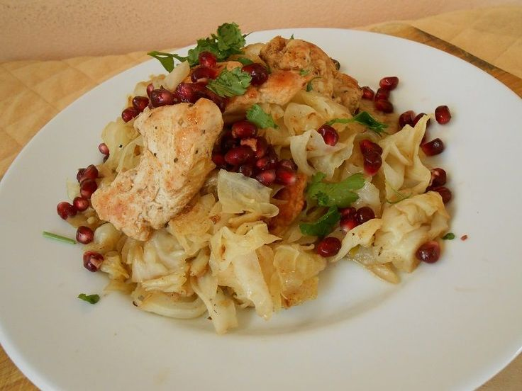 Κοτόπουλο stir fry με λάχανο και ρόδι - http://www.zannetcooks.com/recipe/kotopoulostirfrymerodi/