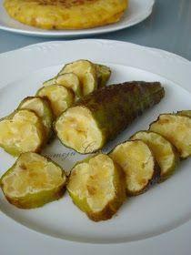 PIMIENTOS RELLENOS DE TORTILLA DE PATATA   * Patatas  * Cebolla  * Huevos  * Sal  * Aceite   * Pimientos italianos   Lavamos los pimientos ...