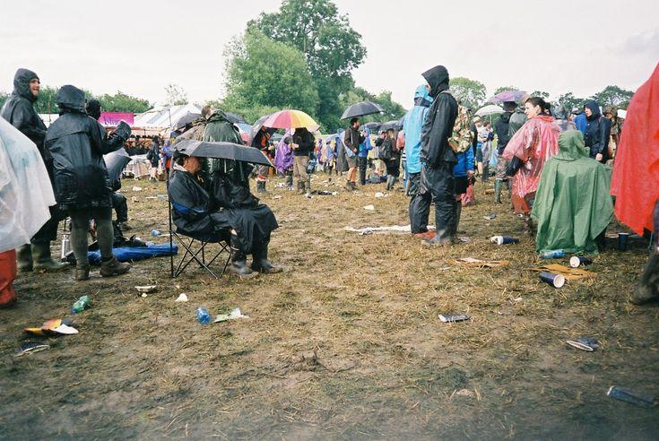 Glastonbury 2014 – Sheltering from Rain