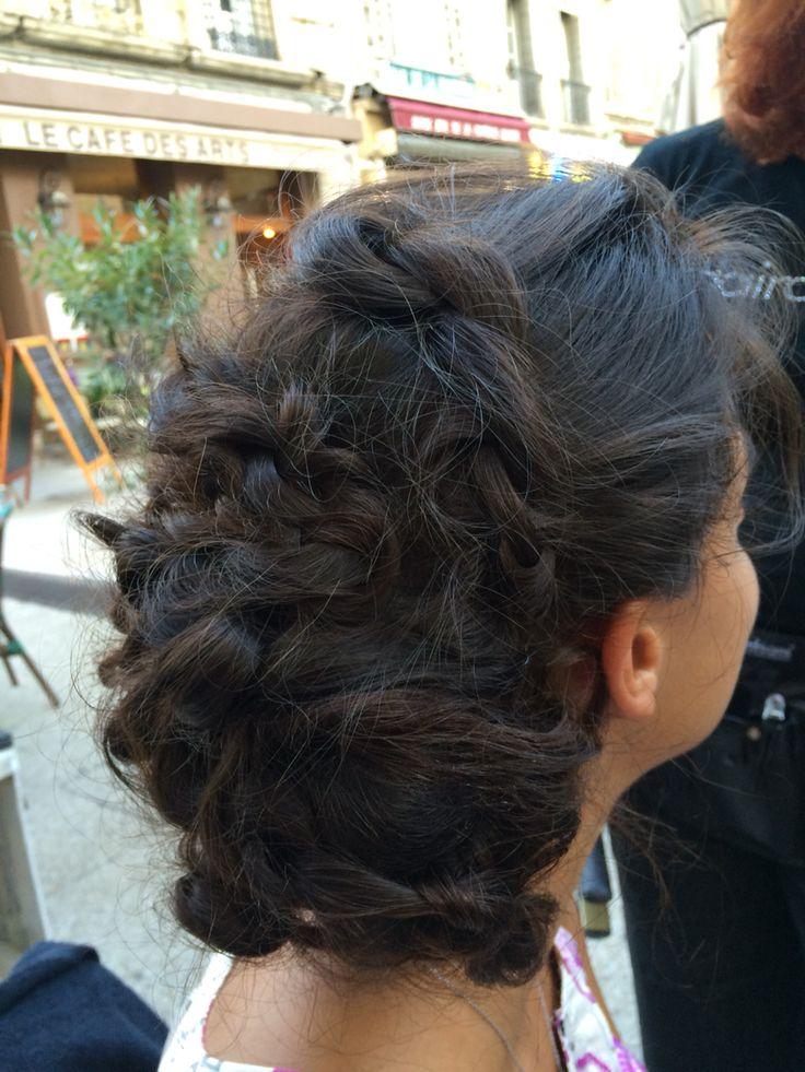Attache tressée sur cheveux Bruns par Myriam Combe du salon de coiffure Eric Leturgie à Salon de Provence ! Coiffure chignon mariée inspiration