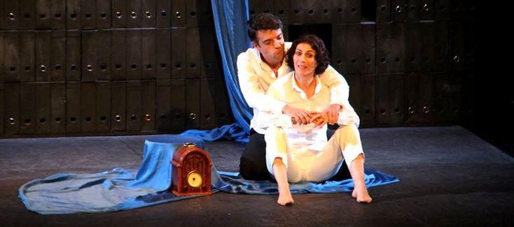 ALMUÑÉCAR. Hasta en tres ocasiones tuvieron que salir a saludar los actores Gema Matarranz y Alejandro Vera para agradecer los aplausos que el público asistente