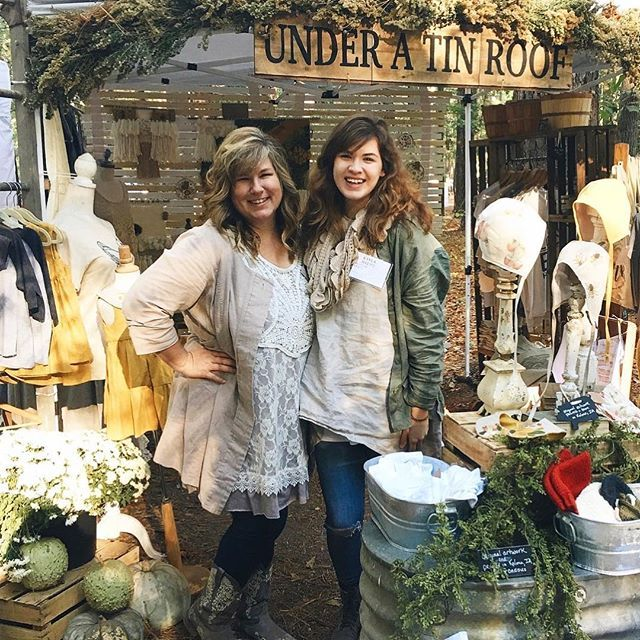 Throwing it back to last autumn at the Country Living Fair in Atlanta!  We've had the wonderful opportunity to be interviewed by the lovely Anne of @mygiantstrawberry on our business' beginnings, our journey, and plans for the future. Such a fun time - thank you, Anne!! I've put the link to our interview temporarily in our profile. Would love for you to check it out! #underatinroof