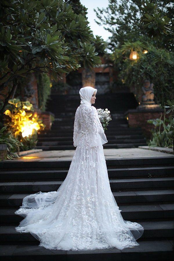 Pernikahan Dengan Konsep Tradisional Modern Ala Ira Dan Anrico Di Surabaya Pakaian Pernikahan Gaun Pengantin Putih Gaun Pengantin Hijab