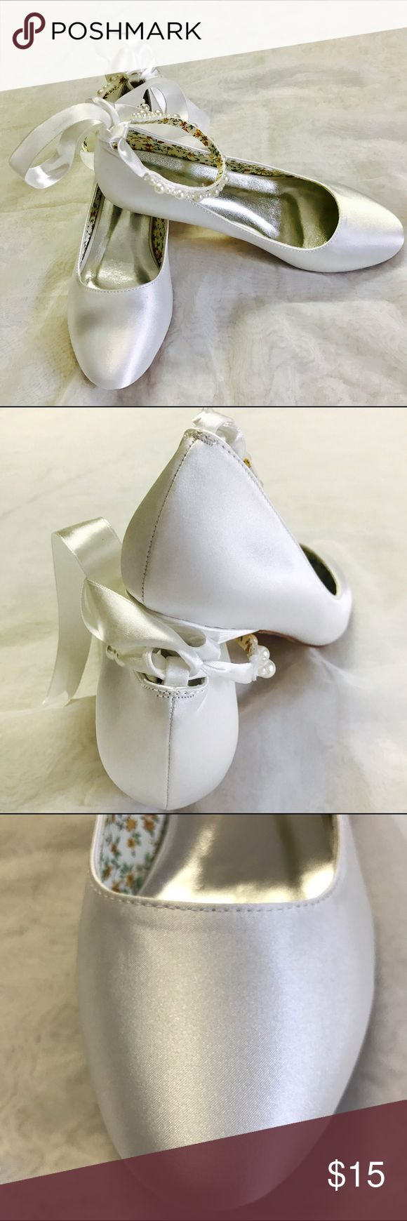 NWOT White Ankle Tie Shoes NWOT. SIze 9 but run small. Fit narrow feet better. Shoes Platforms