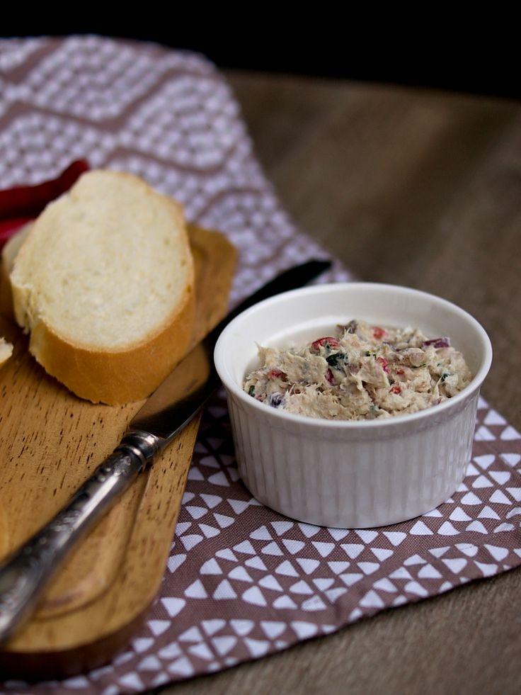 Když jsem byla malá, rodiče občas koupili uzenou makrelu - zabalenou v pergamenovém papíře. Doma jsme jí pak jedli k večeři s chlebem a obír...