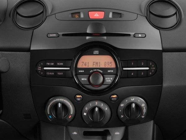2014 Mazda MAZDA2 audio System 600x450 2014 Mazda MAZDA2 Review, Prices and Quality