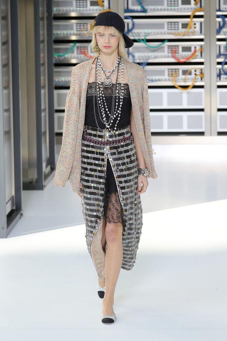 Coleção foi apresentada no Grand Palais durante a semana de moda de Paris
