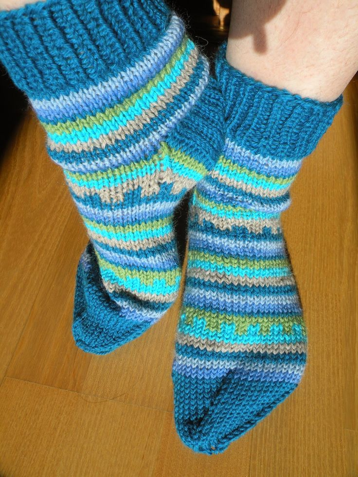Käsityö blogi: teen tilkkutöitä, neulon, ompelen vaatteita ja tuunailen erilaisia juttuja. Kokeilen mielelläni omia ideoita.
