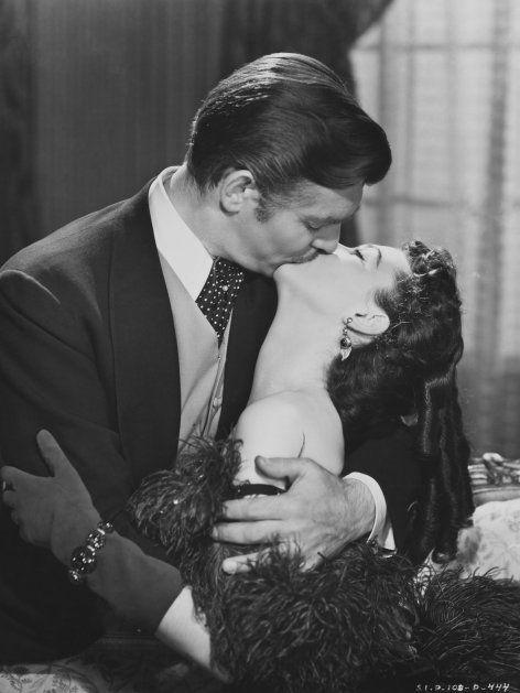 """Der berühmteste Kuss der Filmgeschichte: Vivien Leigh und Clark Gable alias Scarlett O'Hara und Rhett Butler in """"Vom Winde verweht""""."""