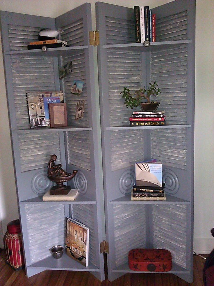 A screen/bookcase used in the 2011 KCSA Showhouse.  This project was made from old louvered doors picked up at the ReStore, and scrap wood for shelving.  Designed by Kacy Childs-Winston