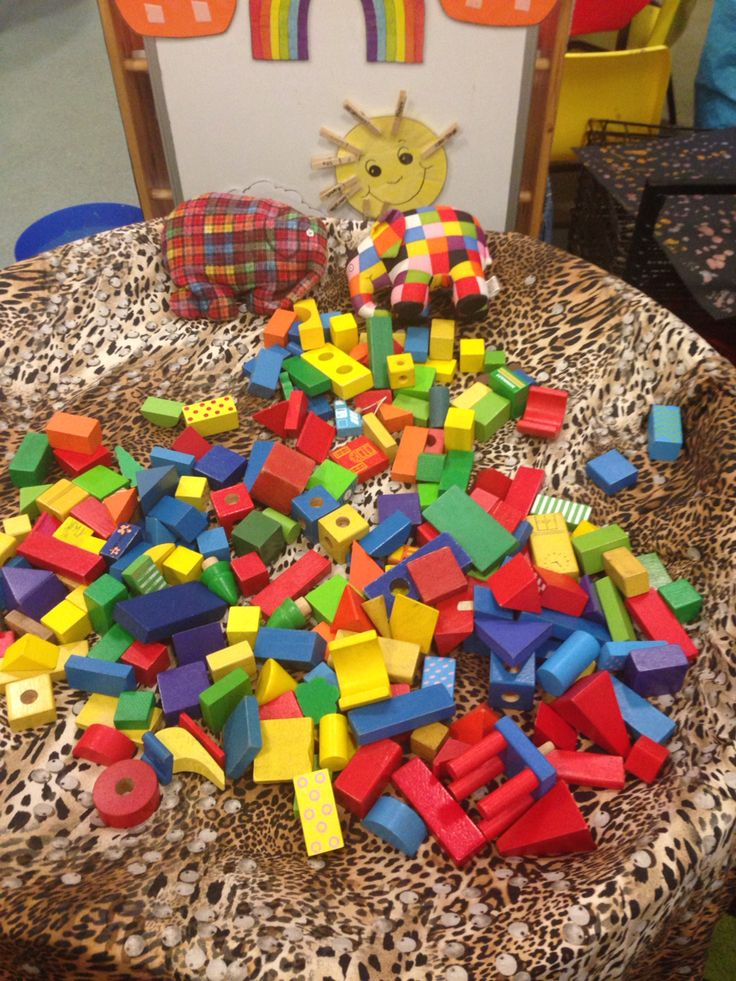 Tessellation with coloured blocks to make Elmer.