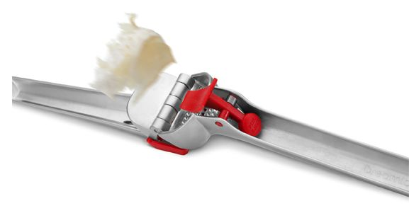 #TKeveryday prize @dreamfarm Garject is a garlic press that presses unpeeled garlic, scrapes itself clean, and even ejects the peel.