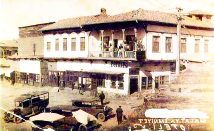 @Deralgasgar: @NataliAVAZYAN: Malatya-1940 Eski Samanpazarı-Şirket hanı ve Merkez Eczanesi #Malatya #NusretGümüşboğa