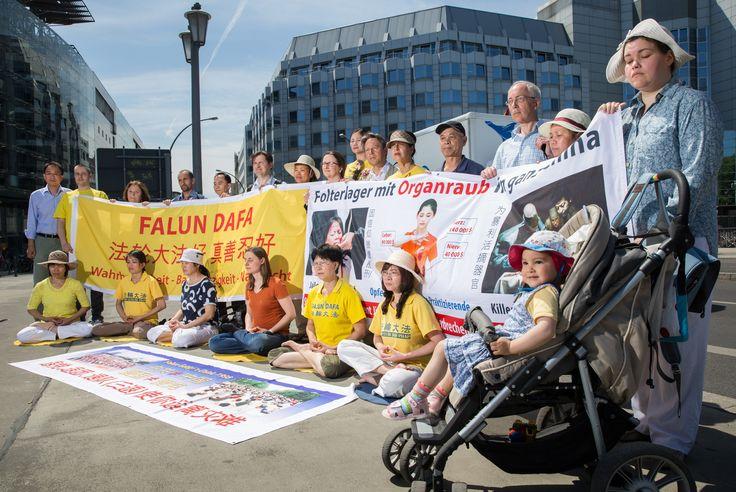 Seit 5479 Tagen demonstrieren sie vor Chinas Botschaft