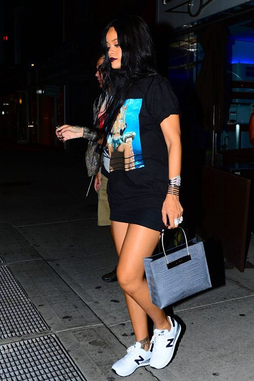 Rihanna pour it up Tshirt